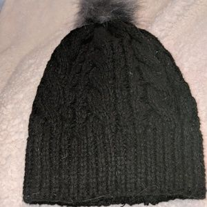 Simply Vera Wang stocking hat with puff